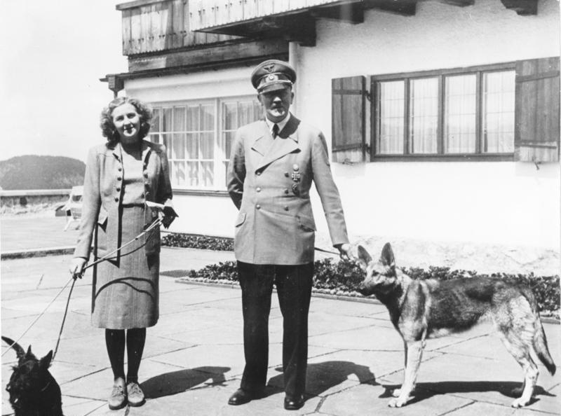 Adolf Hitler był wielkim miłośnikiem psów. Osobiscie intereswał się przebiegiem badań /Bundesarchiv /INTERIA.PL/materiały prasowe