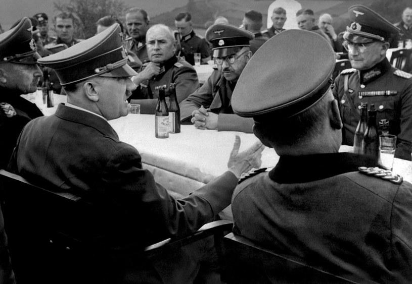 Adolf Hitler i Heinrich Himmler podczas narady z niemieckim dowództwem /AFP