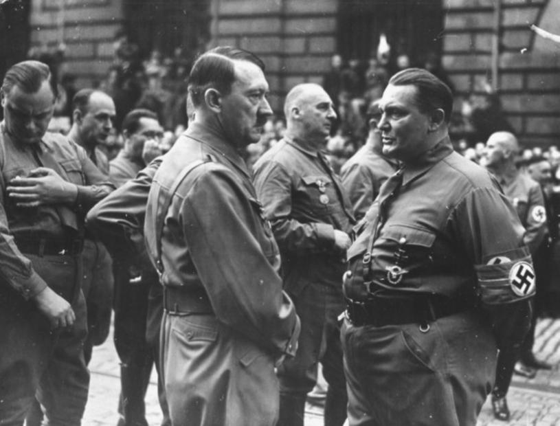 """Adolf Hitler i Hermann Goering """"polowali"""" na atrakcyjne i drogocenne dzieła sztuki /East News"""