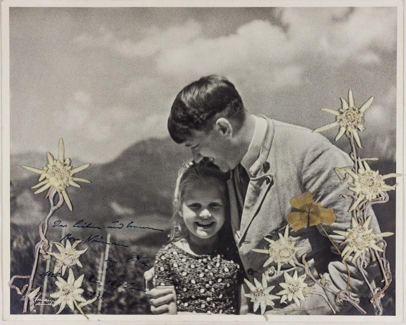 Adolf Hitler i Rosa Bernile Nienau 16 czerwca 1933 roku. Zdjęcie to zostało wystawione na aukcję. Zostało sprzedane za 11,5 tys. dolarów amerykańskich /Alexander Historical Auctions  /East News