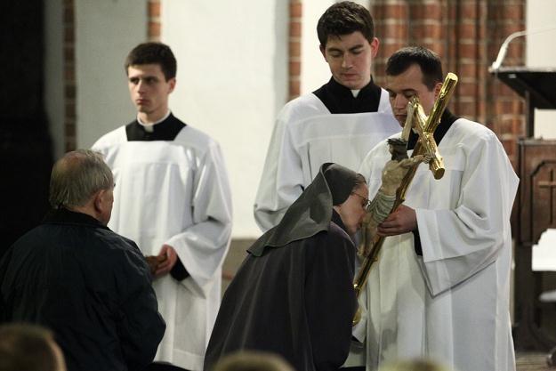 Adoracja krzyża / fot. J. Waszkiewicz /Reporter