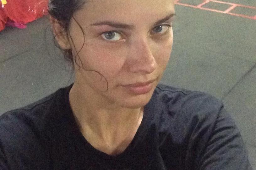 """Adriana publikuje swoje """"spocone zdjęcia """" w internecie /Twitter.com /Styl.pl"""