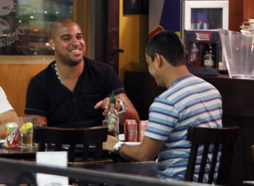 Adriano często woli dobre towarzystwo niż grę w piłkę /AFP