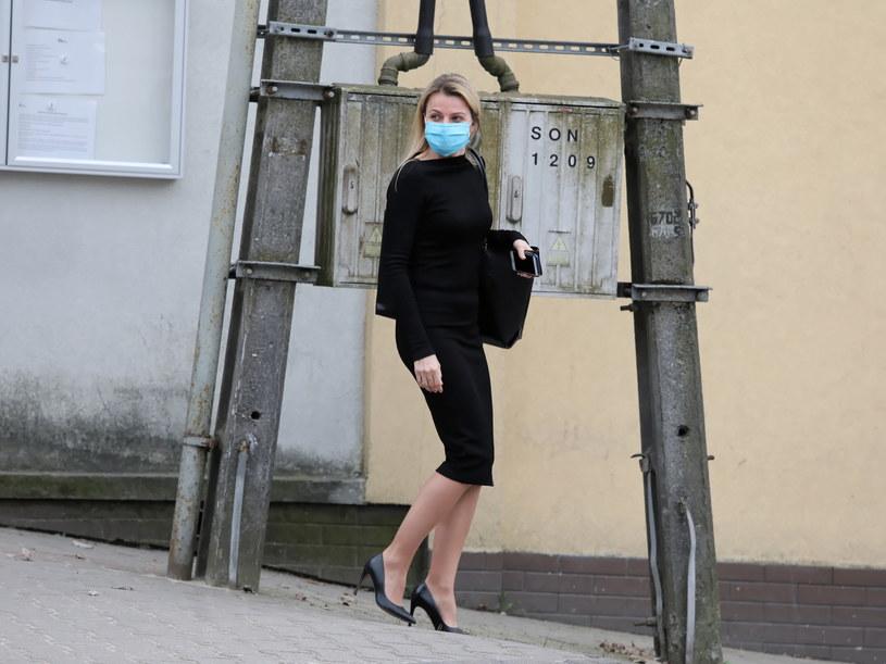 Adwokat Joanna Broniszewska przed budynkiem Aresztu Śledczego na Białołęce w Warszawie / Tomasz Gzell    /PAP