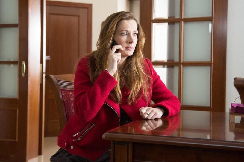 Adwokat poinformuje Lenę przez telefon, że Latoszek skontaktował się z nim i zgodził na rozwód. A Witek, w szpitalu, nie zechce odebrać telefonu od zaniepokojonej żony… /Agencja W. Impact