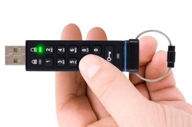 Aegis Secure Key - od 4 do 16 GB dobrze zabezpieczonych danych /materiały prasowe