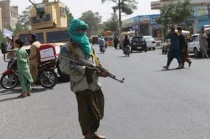 Afganistan: Talibowie powiesili ciało człowieka na głównym placu