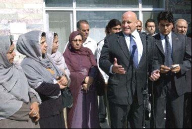 Afganki zaczęły brać udział w życiu publicznym /AFP