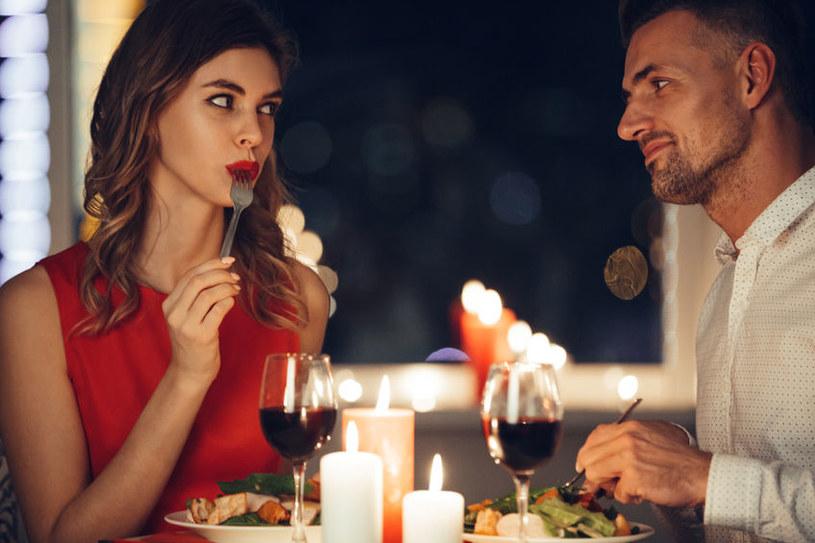 Afrodyzjaki pomogą zakończyć kolację miłosnym uniesieniem /123RF/PICSEL
