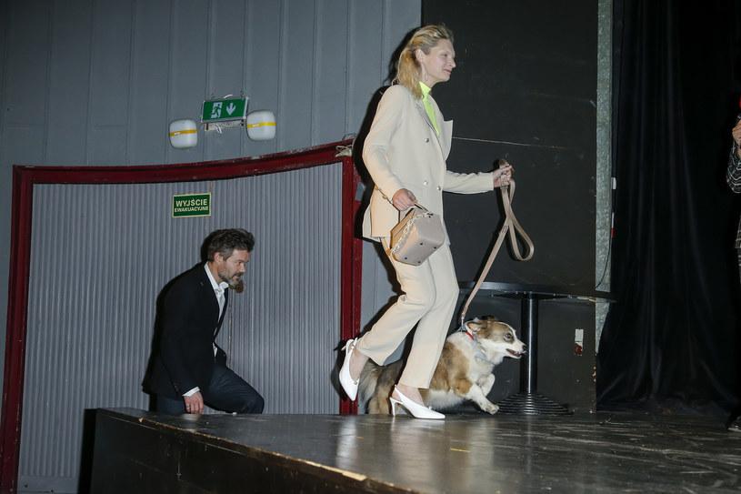 Agata Buzek i Jacek Braciak z pieskiem /Baranowski /AKPA