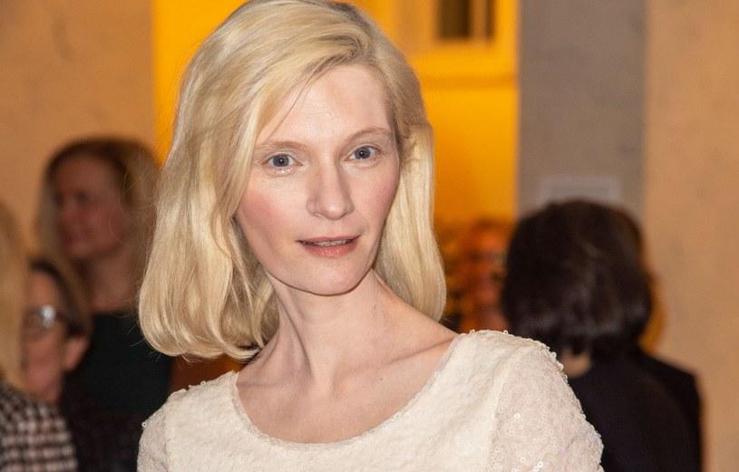 Agata Buzek przeszła metamorfozę do roli /Artur Zawadzki /Reporter