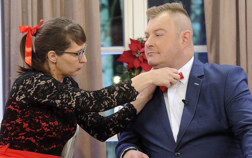 """Agata i Łukasz na nagraniach świątecznego odcinka """"Rolnik szuka żony"""" /Gałązka /AKPA"""