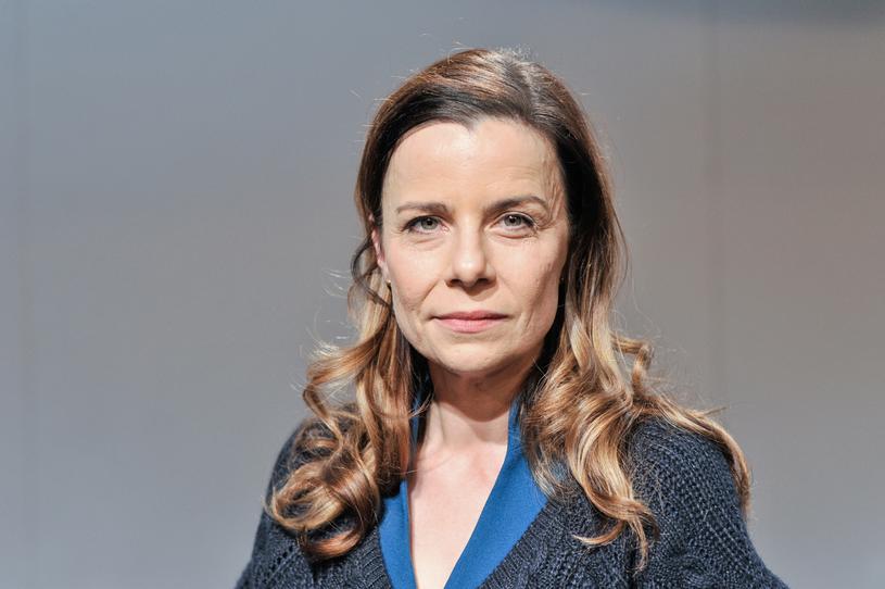 """Agata Kulesza jest jedną z najbardziej topowych aktorek w Polsce. W swoim dorobku ma takie seriale jak: """"Hela w opałach"""", """"rodzinka.pl"""", """"Krew z krwi"""", """"Ultraviolet"""", """"Służby specjalne"""", """"Bez tajemnic"""", """"Głęboka woda"""", a nawet """"Złotopolscy"""" i """"Klan"""". /Niemiec /AKPA"""