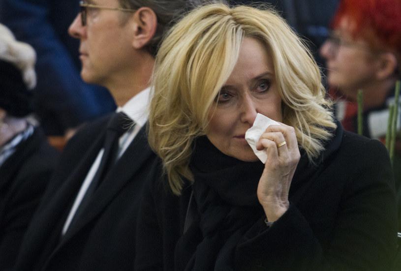 Agata Młynarska na pogrzebie taty, marzec 2017. Bardzo przeżyła jego śmierć /Wojciech Olkuśnik /East News