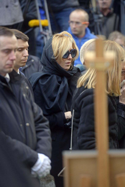 Agata na pogrzebie ojca była bardzo roztrzęsiona /Piętka Mieszko /AKPA