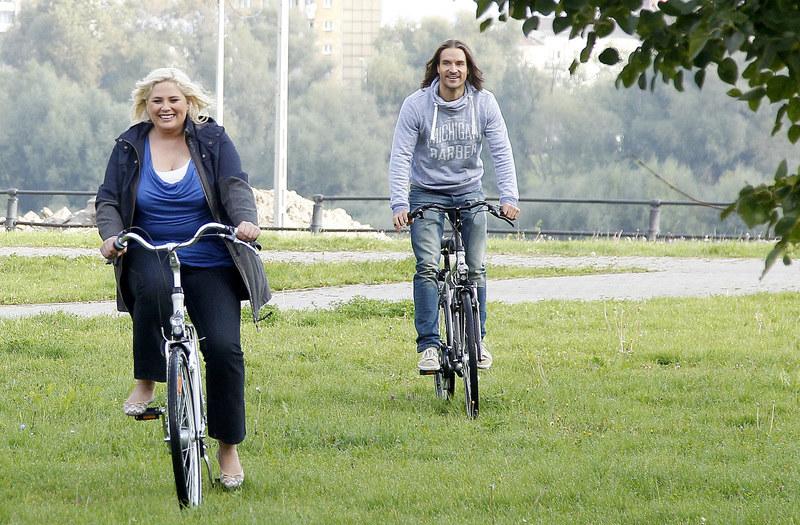 Agata przejęła od Roberta zamiłowanie do rowerowych przejażdżek. Dzięki temu mogą spędzać ze sobą jeszcze więcej czasu. /Krzemiński Jordan /AKPA