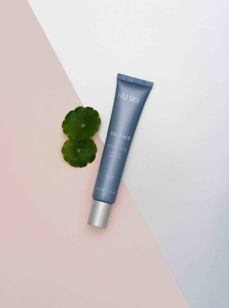 AgeLOC® Tru Face Essence Duet, który powstał z myślą o delikatnej i wymagającej skórze szyi i dekoltu /materiały prasowe