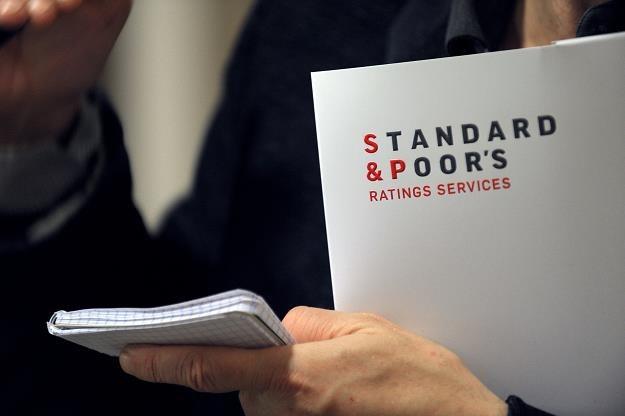Agencja S&P utrzymała rating Polski na poziomie BBB+ z perspektywą negatywną /AFP