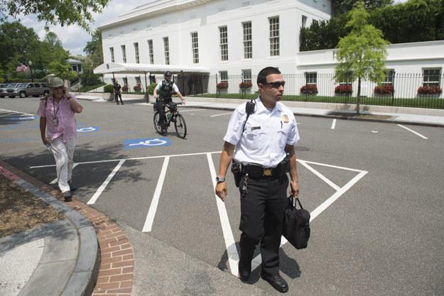 Agent Secret Service przed zachodnim skrzydłem Białego Domu /SAUL LOEB /AFP