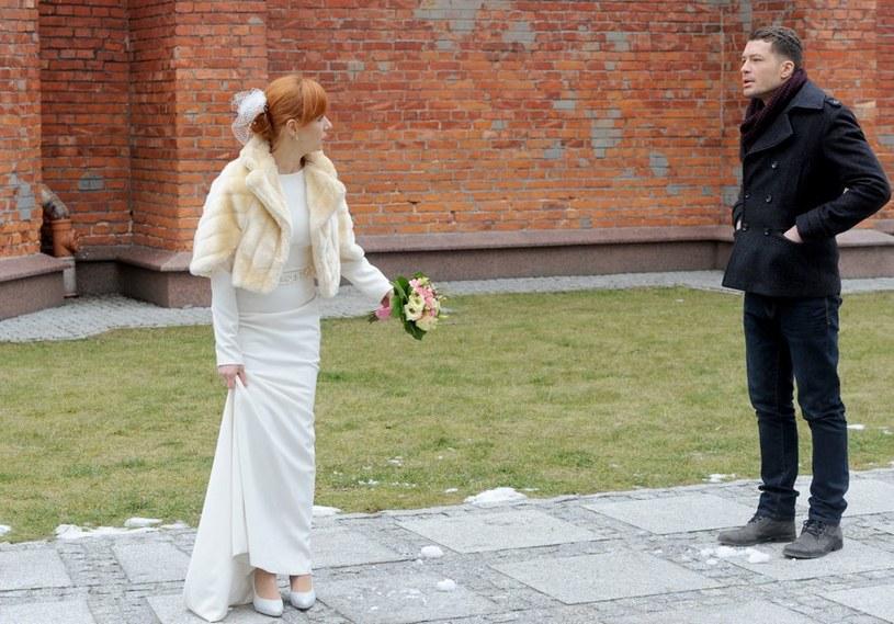 Agnieszka będzie zaskoczona widokiem Tomka przed kościołem. /Agencja W. Impact