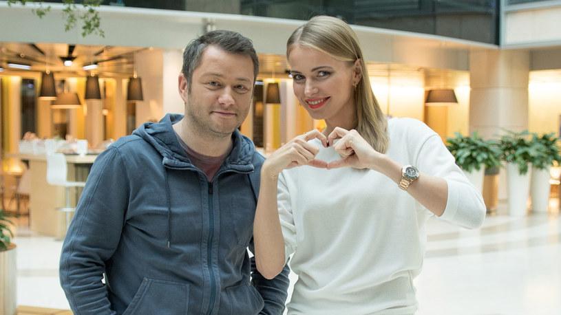 """Agnieszka Cegielska i Jarosław Kuźniar również przyłączyli się do akcji """"Rzeczy od serca"""". Fot: Allegro /"""