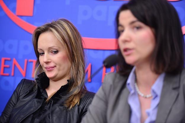Agnieszka Dral (L) oraz prawniczka z kancelarii De Virion Jolanta Turczynowicz-Kieryłło (P) /PAP