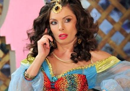 Agnieszka Dygant (Frania Maj) w oriantalnym stroju /TVN