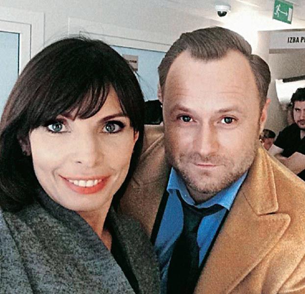 Agnieszka Dygant i Leszek Lichota po ostatnim klapsie na planie serialu zrobli sobie pożegnalne selfie /internet