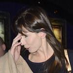 Agnieszka Dygant z partnerem na premierze. Dlaczego zakrywa twarz?