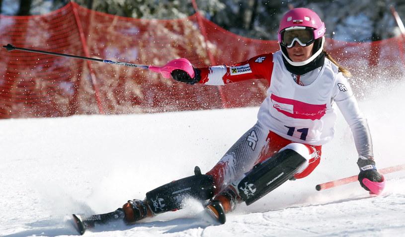Agnieszka Gąsienica-Daniel na trasie slalomu podczas międzynarodowych mistrzostw Polski w narciarstwie alpejskim w Szczyrku /Andrzej Grygiel /PAP