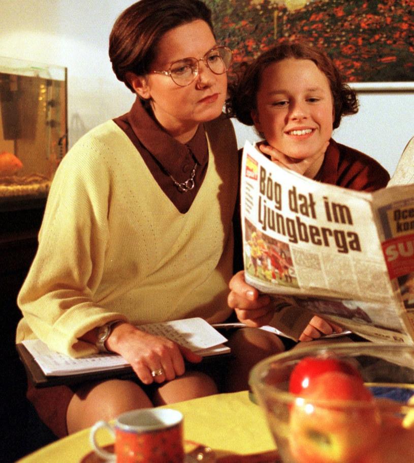 "Agnieszka Kotulanka i Kaja Paschalska na planie ""Klanu"", 1999 rok /Piotr Liszkiewicz  /East News"