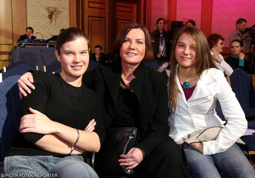 Agnieszka Kotulanka z córkami (Katarzyna po prawej) na pokazie Macieja Zienia /Piotr Fotek /Reporter