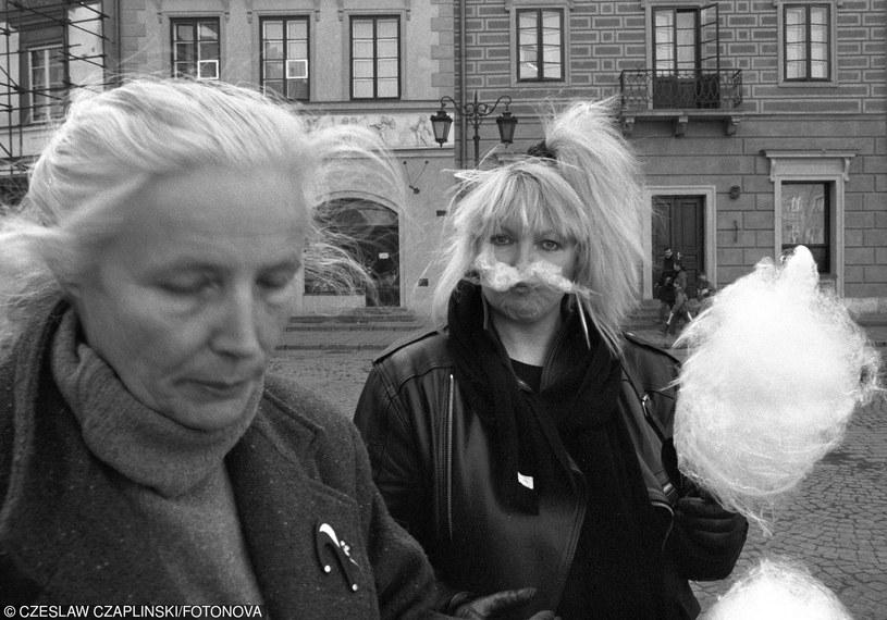 Agnieszka Osiecka poetka , pisarka , autorka tekstow piosenek i Maryla Rodowicz wokalistka fot. Czeslaw Czaplinski/FOTONOVA /East News