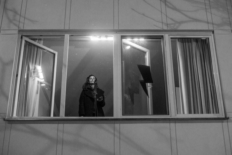 Agnieszka podczas protestu w obronie praw kobiet w bloku obok domu Kaczyńskiego /Czyżewski /Reporter