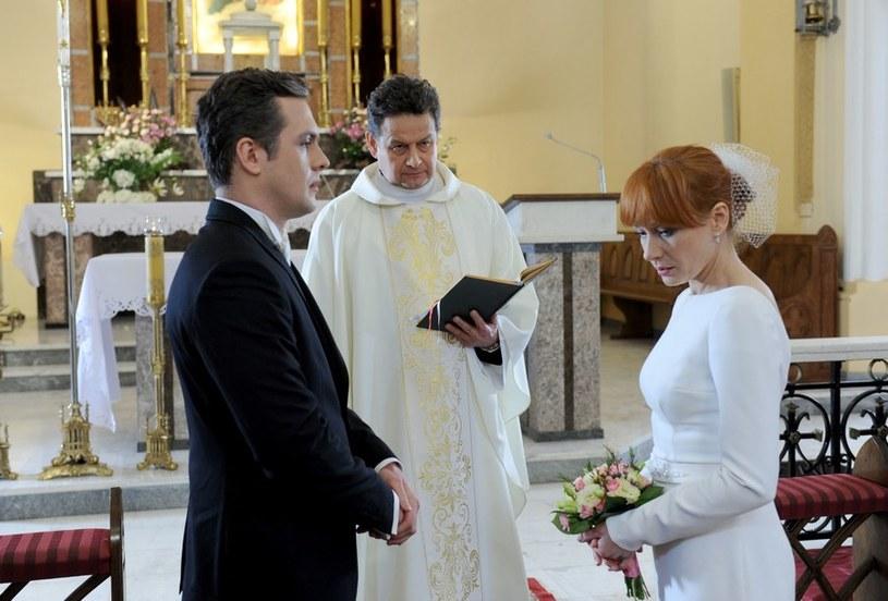 Agnieszka przeprosi narzeczonego i wybiegnie z kościoła. /Agencja W. Impact