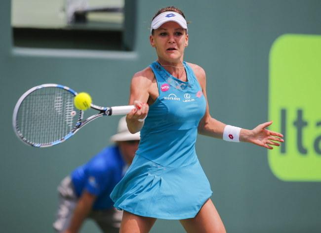 Agnieszka Radwańska awansowała do trzeciej rundy turnieju w Miami. /ERIK S. LESSER /PAP/EPA