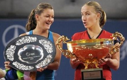 Agnieszka Radwańska (z lewej) i Swietłana Kuzniecowa po finale China Open /AFP