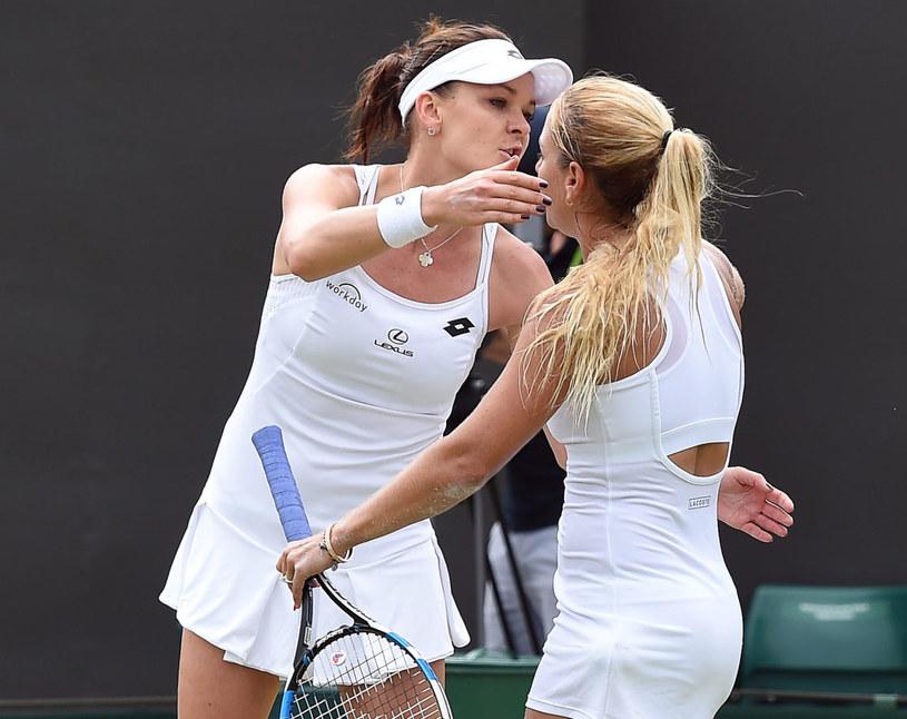 Agnieszka Radwańska (z lewej) po meczu z Dominiką Cibulkovą /PAP/EPA