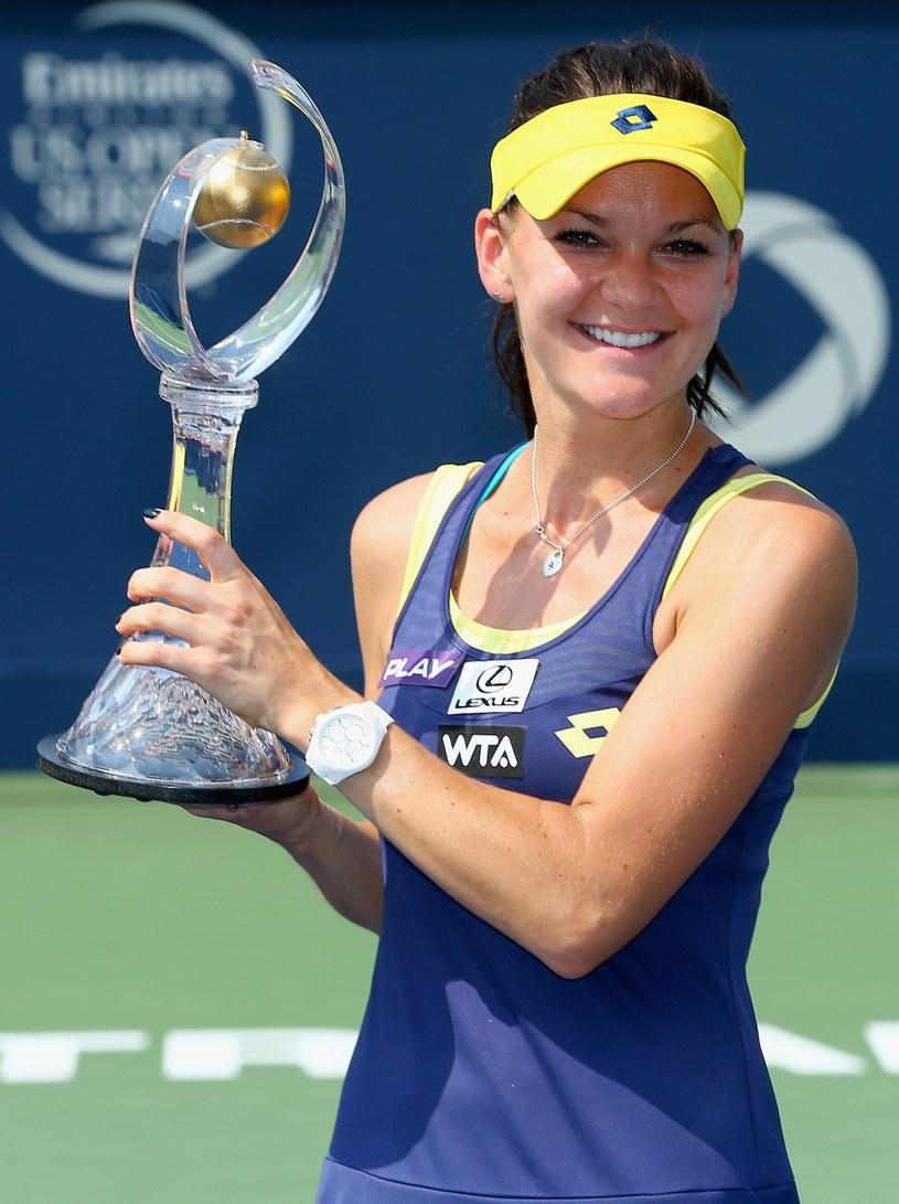 Agnieszka Radwańska z trofeum za zwycięstwo w Montrealu /AFP
