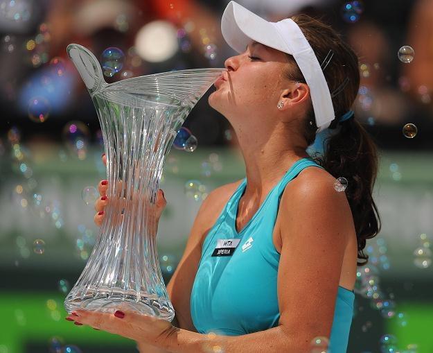 Agnieszka Radwańska z trofeum zdobytym w Miami /AFP