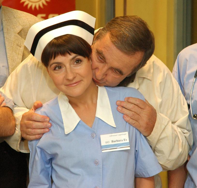 """Agnieszka Suchora i Krzysztof Kowalewski na planie """"Daleko od noszy"""" /Tricolors /East News"""