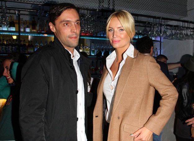 Agnieszka Szulim z partnerem Maciejem Żakowskim /East News