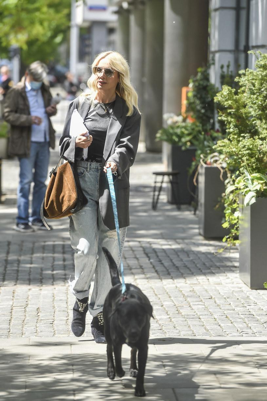 Agnieszka Woźniak-Starak wybiera takie stylizacje, by były wygodne i nadawały się na spacery z psami /AKPA