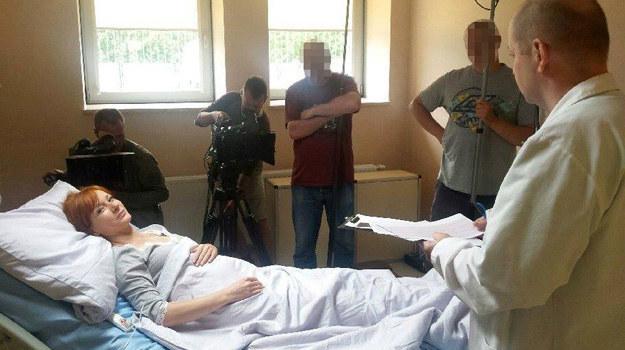 Agnieszka wyląduje w szpitalu. Jeżeli chce donosić ciążę, nie może się przemęczać /Facebook /internet