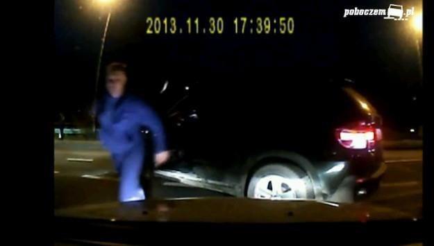 Agresywny mężczyzna zgłosił się na policję /
