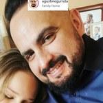 Agustin Egurrola pozuje na wspólnym zdjęciu z synem i córką. Carmen bardzo wyrosła