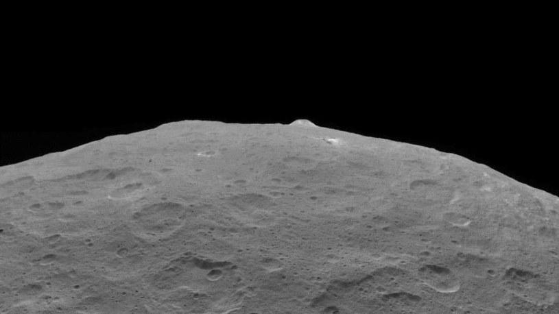 Ahuna Mons na Ceres /materiały prasowe