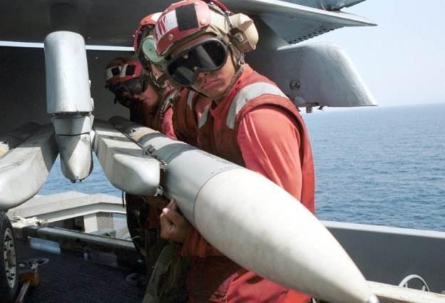 AIM-7 Sparrow - takieta powietrze-powietrze współtworzona przez  Mitsubishi Heavy Industries /AFP