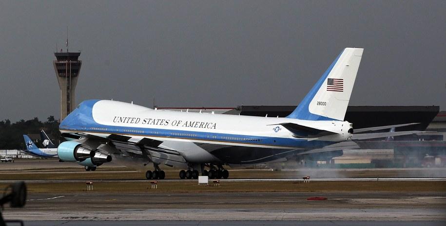 Air Force One na hawańskim lotnisku /PAP/EPA/ALEJANDRO ERNESTO /PAP/EPA