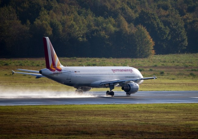 Airbus A320, zdj. ilustracyjne /ROLF VENNENBERND /PAP/EPA